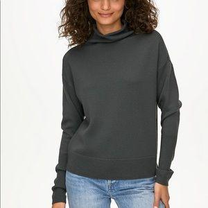 Brand New Aritzia (Wilfred) Mockneck Sweater
